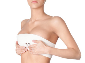 Operația estetică de mărire a sânilor cu implanturi mamare de silicon